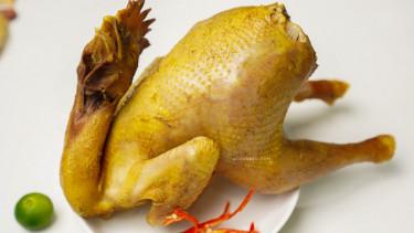 Cách luộc gà ngon, bóng bẩy, không bị rách da