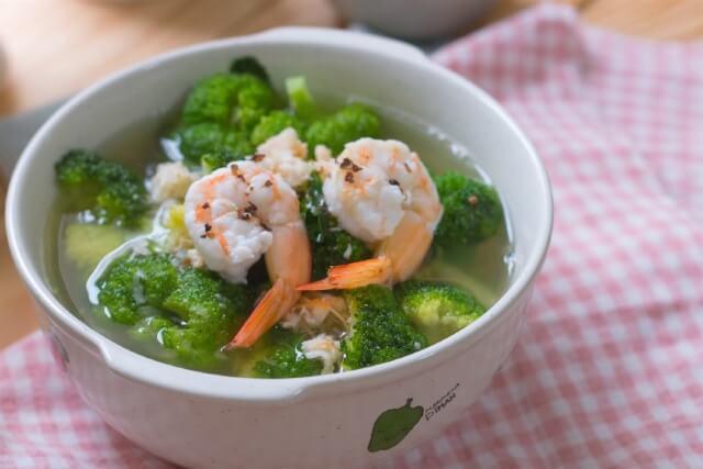 món canh súp lơ nấu tôm tươi