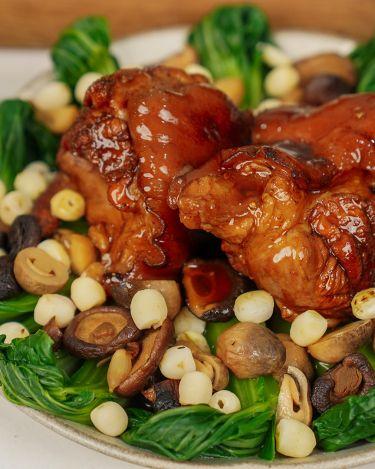 Thịt chân giò hầm nấm